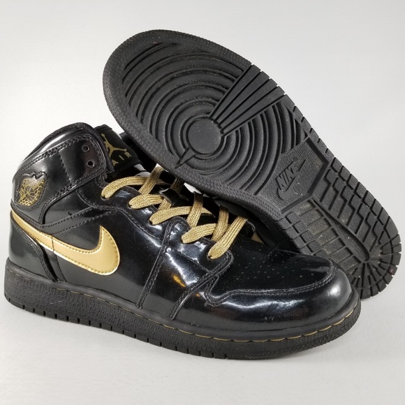 uk availability 41099 8a03c Nike Air Jordan 1 Phat (GS) Sneakers 7Y Black Gold.  M 5ae5f631739d489833705dd2. Other Shoes ...